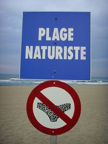 Attention plage Nudiste